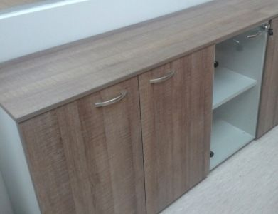 48768-1 Cabinet with solid doors and shelf Offisphera