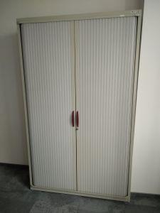 04432  Метален шкаф с плъзгащи ролетни врати SteelCase