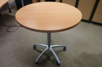 39628  Meeting table Steelcase